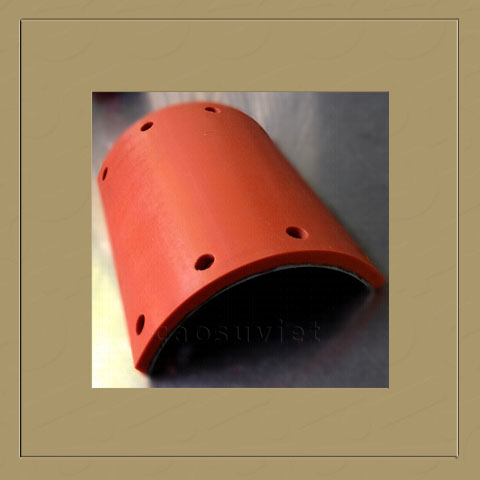 Silicone plate with steel core